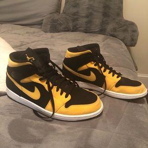 Nike Air Jordan 1 Mid Reverse New Love